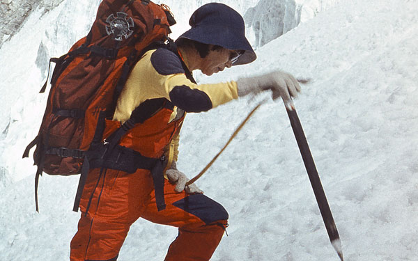 world's 1st woman to scale Mt. Everest, dies at 77