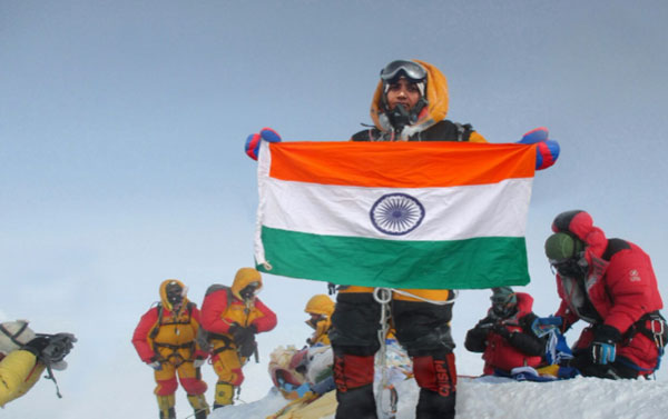 Nepal ban indian couple   for 'faking' Everest climb